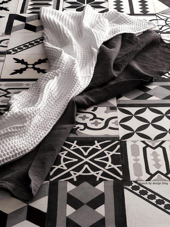 graphic tiles http://1.bp.blogspot.com/-tFXDNdLWXQs/UAAZybPc-rI/AAAAAAAAKQw/E7giOCnDgFM/s1600/tiles3.jpg