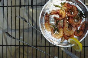 Grote garnalen met salie Een zalig voorgerecht. De salie geeft een unieke smaak aan de garnalen en bovendien zou het kruid helpen tegen allerlei kwaaltjes.