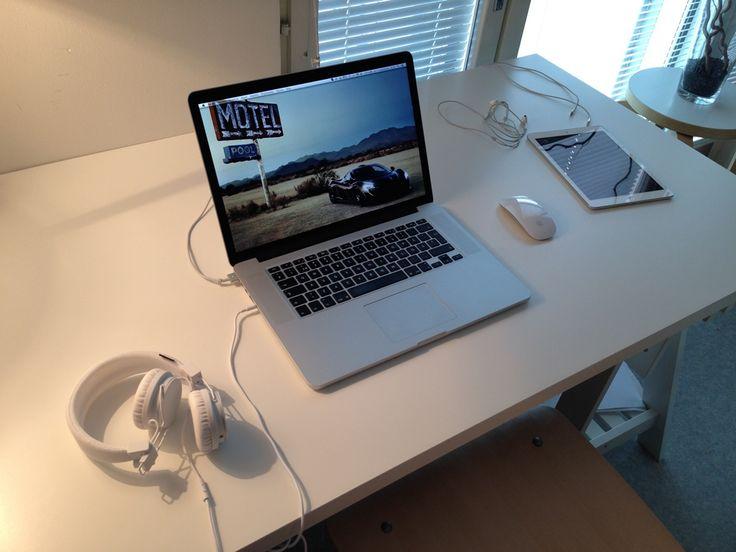 #OfficeDesign #Macintosh | Ruang kerja pengguna Apple Mac Computer - Skylitfly