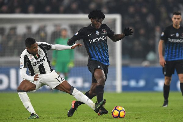Alex Sandro (L) of Juventus FC tackles Franck Kessie of Atalanta BC during the Serie A match between Juventus FC and Atalanta BC at Juventus Stadium on December 3, 2016 in Turin, Italy.