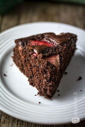 Torta vegana fragole e cioccolato