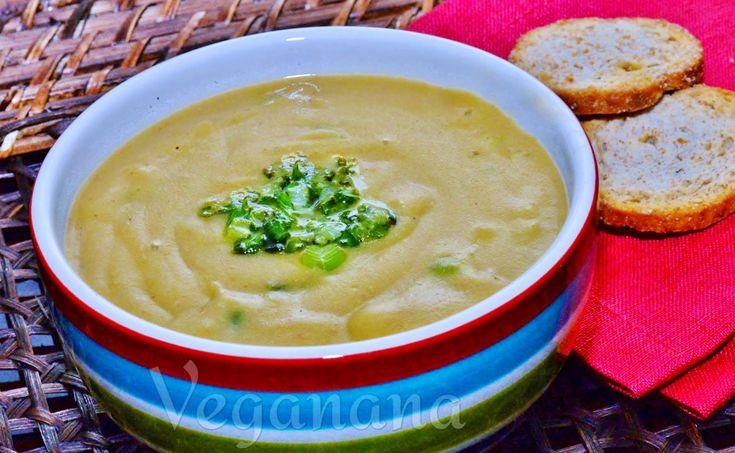 Enquanto faz calor no Brasil, aqui no hemisfério norte estamos em época de muito frio. Agora é a nossa hora de comer sopinhas quentes e del...