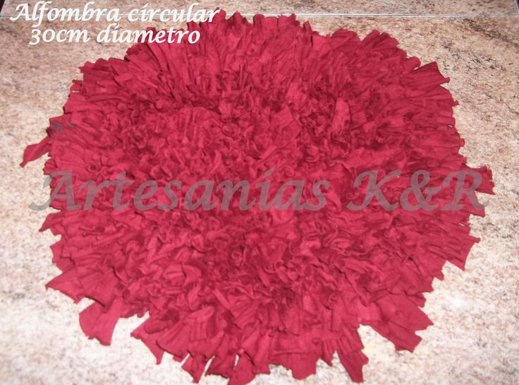 alfombra redonda de 30cm de diámetro, realizada en totora sedificada