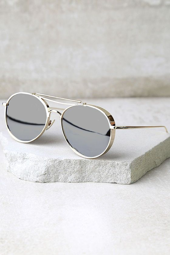 Nothing says gilded and glamorous quite like the Perverse Solid Gold Mirrored Aviator Sunglasses! Shiny gold mirrored aviators have thick frames. UV 400.