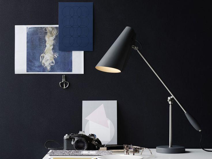 """Lampa Birdy NORTHERN LIGHTNING, Lampa Birdy to kolekcja lamp stołowych, kinkietów i podłogowych. Lampy zaprojektowana w 1952 roku, w stylu modernistycznym. Kolekcja lamp Birdy była produkowana i sprzedawany przez norweską firmę elektryczną Sønnico (Oslo) przez wiele lat. W 1954 roku lampa stołowa, a następnie znana jako """"S-30016"""" została nagrodzona wysoko cenionym Złotym Medalem na Triennale w Mediolanie."""