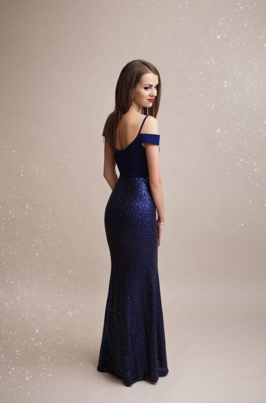 Luxusní společenské dlouhé šaty. Vrchní díl s odhalenými rameny 5ab4eda135