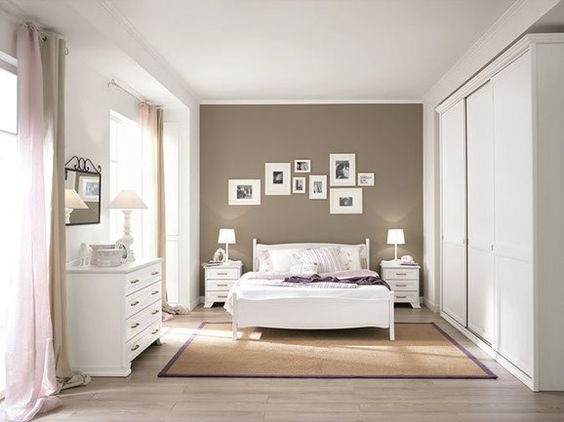 Camera da letto moderna.