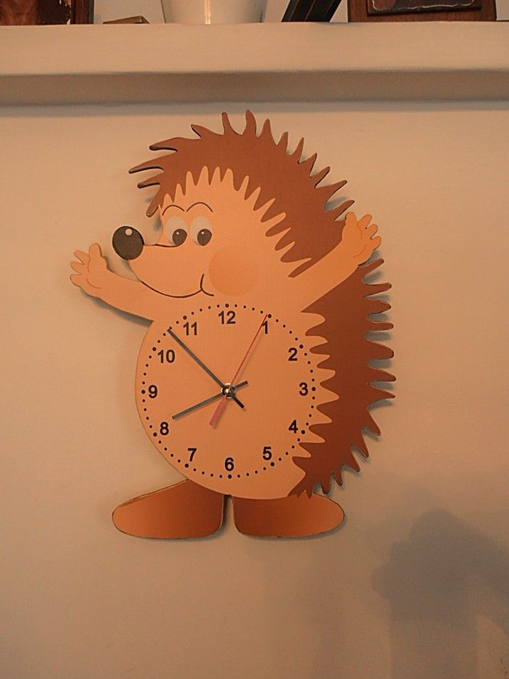 Sünis óra. Hedgehog wall clock with silent clockwork.
