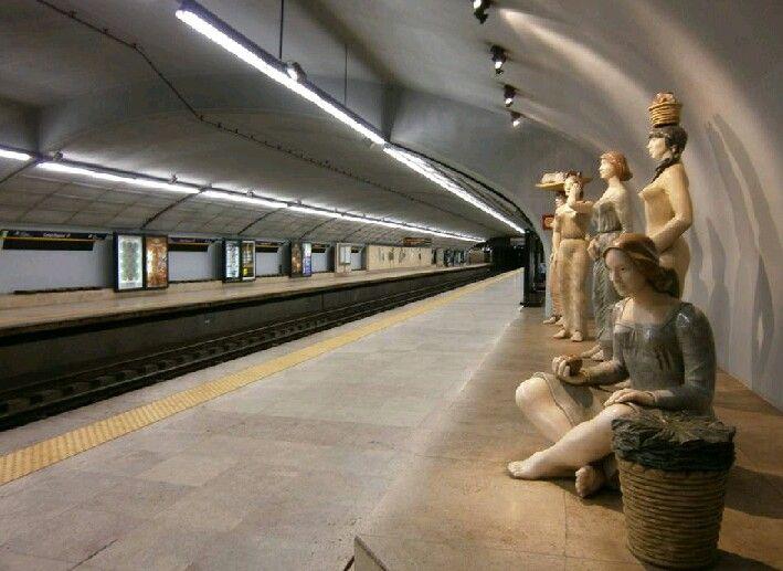 Estação Campo Pequeno - Metrô de Lisboa / Portugal