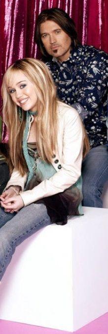 Ataki paniki i wstręt do własnego ciała. Miley Cyrus o swojej pracy - http://www.tvn24.pl/miley-cyrus-wspomina-prace-przy-mlodziezowym-hicie,568710,s.html