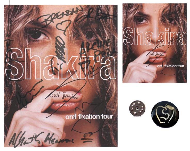 Autografos de todos los elementos de la Banda de Shakira en una foto Oficial del Fixation Oral; lo tienes en el Mercadillo Privado en Ebay http://www.ebay.es/itm/SHAKIRA-TOUR-ORAL-FIXATION-Autografos-Autenticos-Banda-F-Oficial-PIN-MIRA-FOTOS-/251184093895?pt=LH_DefaultDomain_186=item3a7bbd1ac7