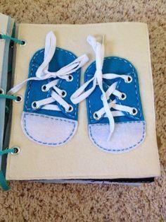 Une page pour apprendre à nouer ses lacets! Mais je mettrais les chaussures dans l'autre sens, pour faire comme si ce sont ses propres chaussures.