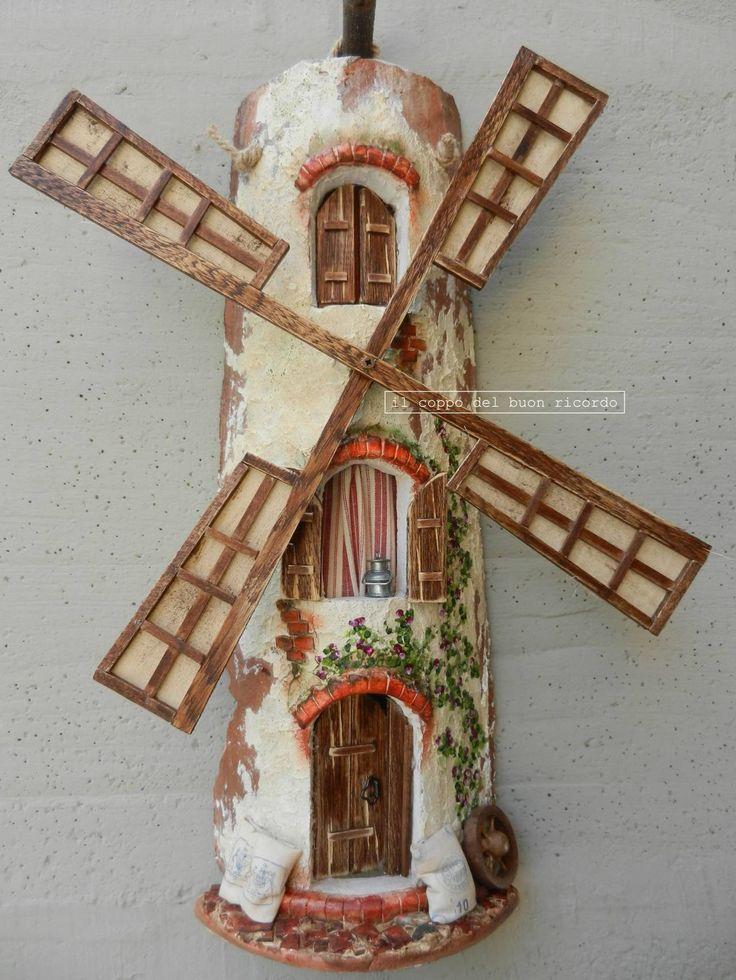 Mulino a vento - Tegole antiche decorate e dipinte a mano http://www.coppobuonricordo.it/2014/07/il-mulino-vento.html
