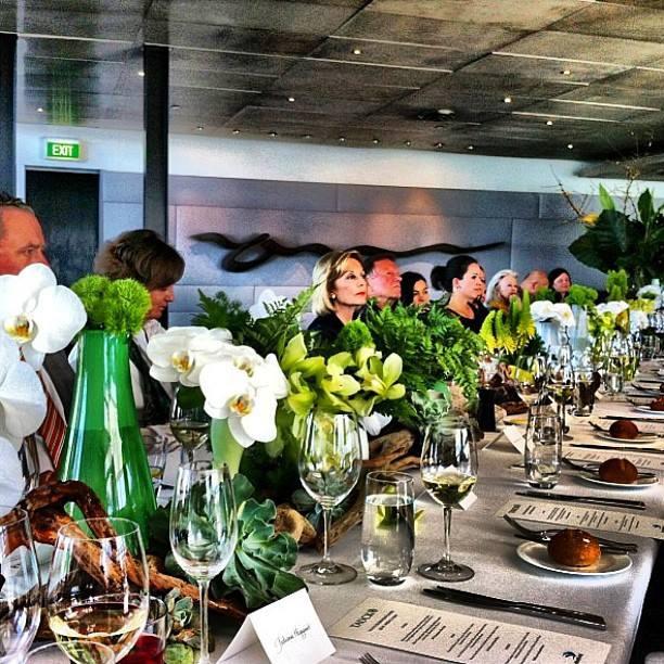 today's Tauck lunch #regram @angelasaurine #grandiflora #events #flowers #tablesettings #tauckatquay #traveltheworld — at Quay. www.grandiflora.net