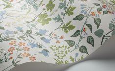 Обои для гостиной с цветочным узором не наполнят вашу гостиную разве что цветочным ароматом, но полностью оживят интерьер.