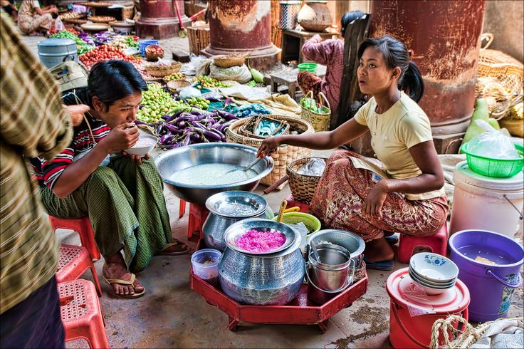 Myanmar, market. Where, it appears, we shall have to eat. Yay. ^_^