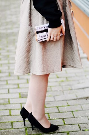 """Drawing Dreaming: """"She lifts her skirt up to her knees"""" > Outfit - Black quote jumper; grey faux leather skirt; red bag; black heels; white retro sunglasses; Paris print wallett"""