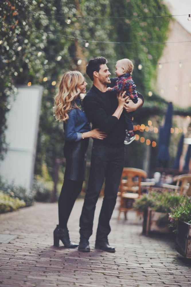 I want this picture but with me holding Q and Ryan holding James 😆