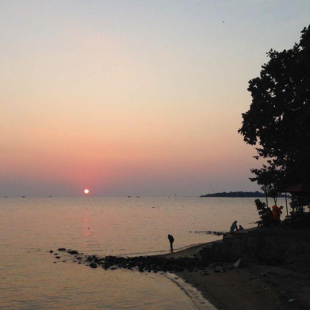 Selamat malam pantai Kartini.    Jepara, ID