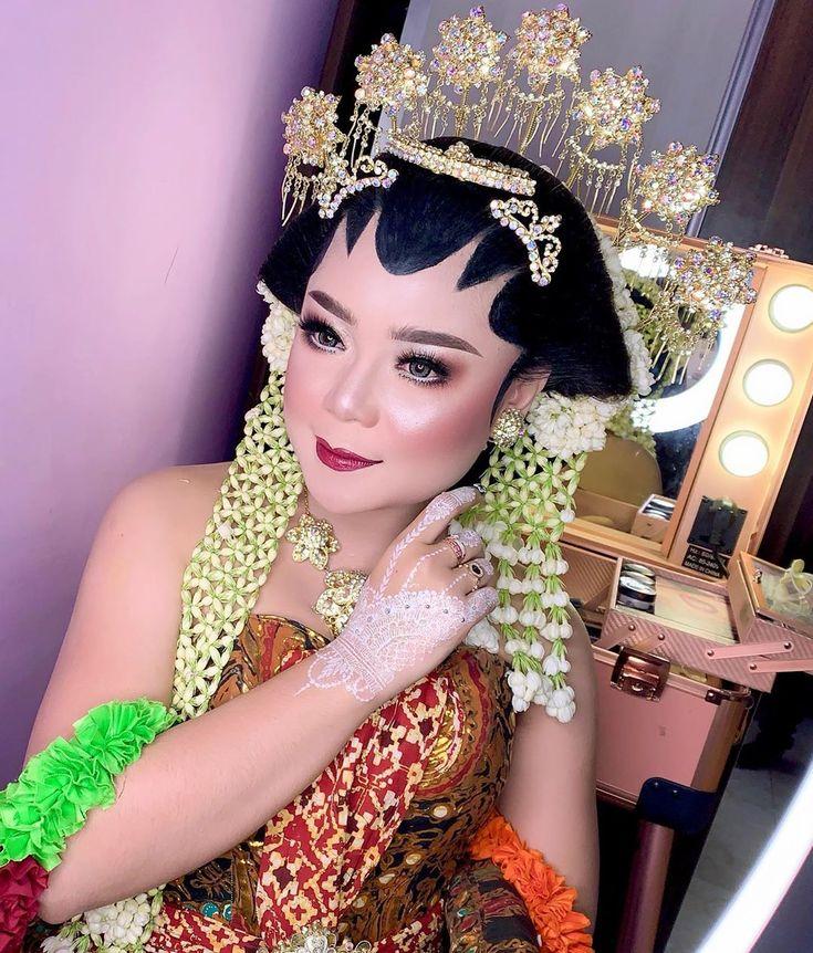 Pin on makeup artist