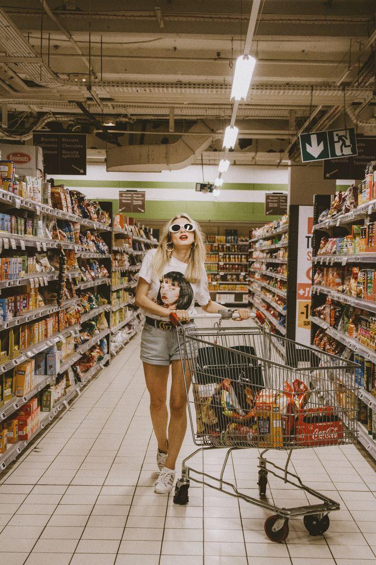 позирую в супермаркете удалась