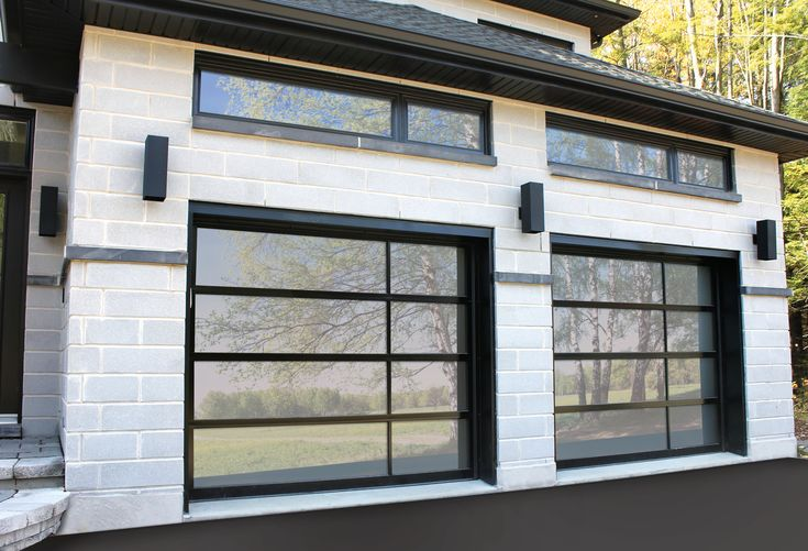 Une porte de garage au look sophistiqué et moderne / Sophisticated and modern garage door !