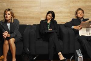 Article intéressant sur la tenue vestimentaire au travail : http://www.dossierfamilial.com/la-tenue-vestimentaire-au-travail-10541.html