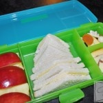 {Lunchbox Idea} Apple Wedges and super yummy morning tea