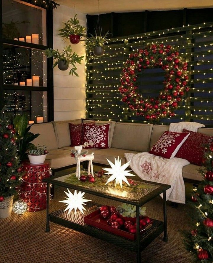 10 Modern Christmas Decorating Ideas Will Bring Happiness Decomagz In 2020 Holiday Decor Christmas Party Decorations Christmas Room