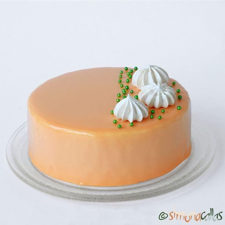 Tort entremet cu caise si ciocolata alba Acest tort e delicios si memorabil. Cui ii plac caisele, dar si ciocolata alba si mai ales combinatia celor doua...