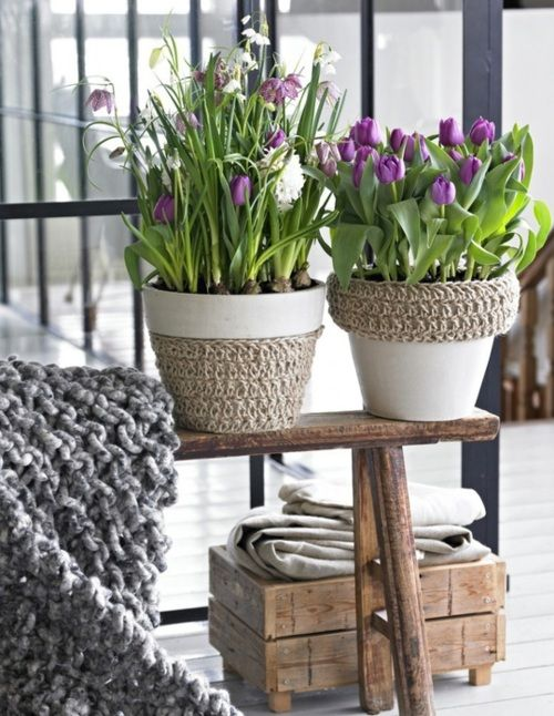 An easy fix-up for cheap clay pots: Paint and wrap with twine or rope for a beachy look!