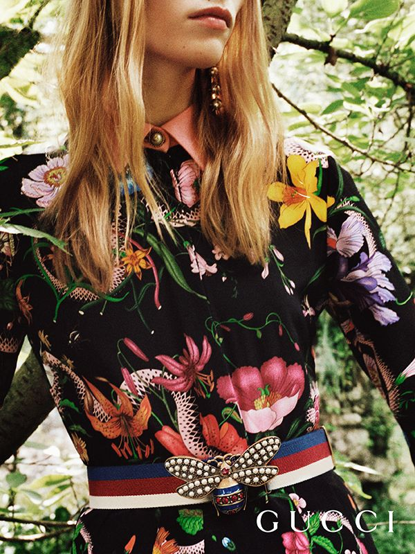 Discover more gifts from the Gucci Garden by Alessandro Michele. A floral printed dress and Web belt with a bee.