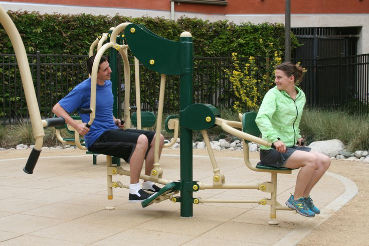 Exercising with friends in the best way to enjoy an #outdoorgym