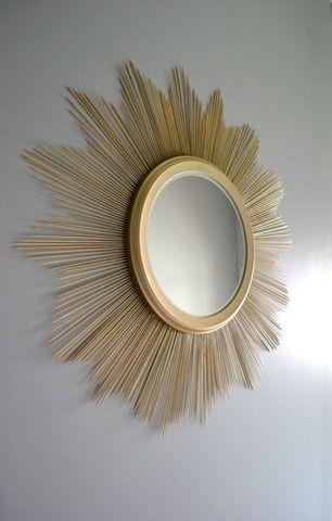 reloj sol. pegar palos de diferentes largos de brochetas detras del espejo y pintarlo con spray