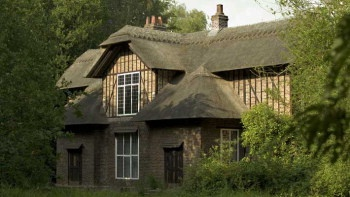 Queen Charlotte's Cottage _ Spent some great times with the girls at Kew Gadens