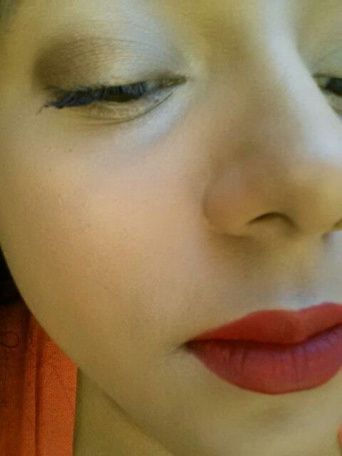 Simple eyes with bold lips