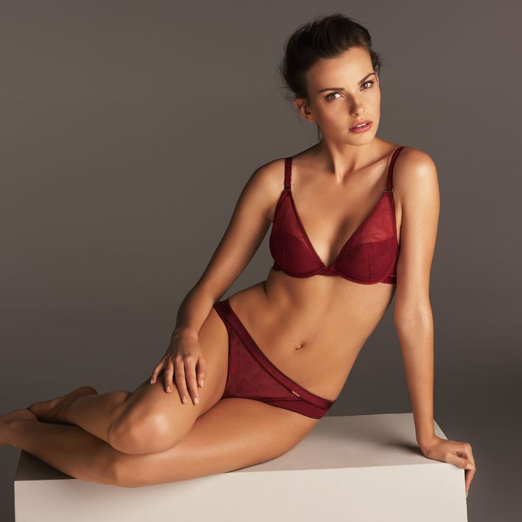 Sexy & sophisticated, this new Autograph lingerie set in a deep red is perfect for the coming autumn season.