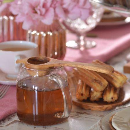 Colador de té en hebras hecho a mano con madera de olivo.   Tienda de Costumbres.