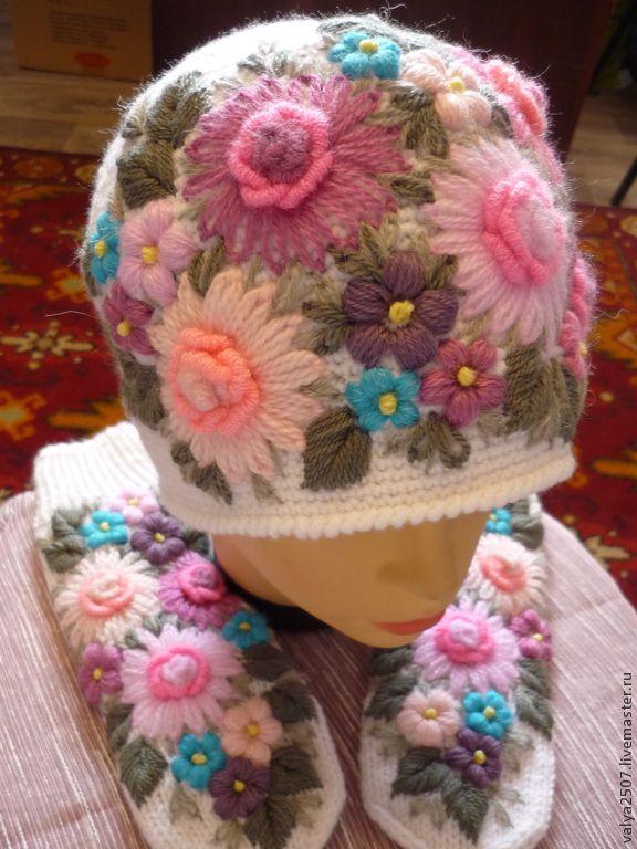 """Купить Комплект шапка и варежки """"Цветочная поляна"""" - разноцветный, цветочный, комплект вязаный, комплект аксессуаров"""