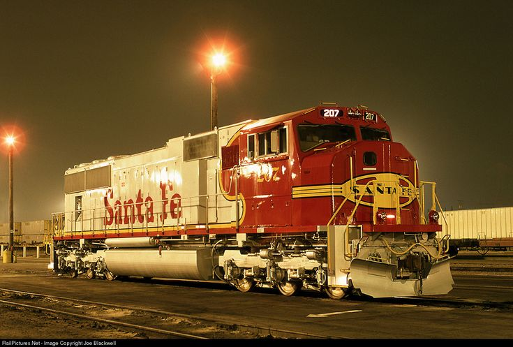 A brand new Santa Fe SD75M rests at Santa Fe's Hobart diesel facility awaiting it's first trip east.