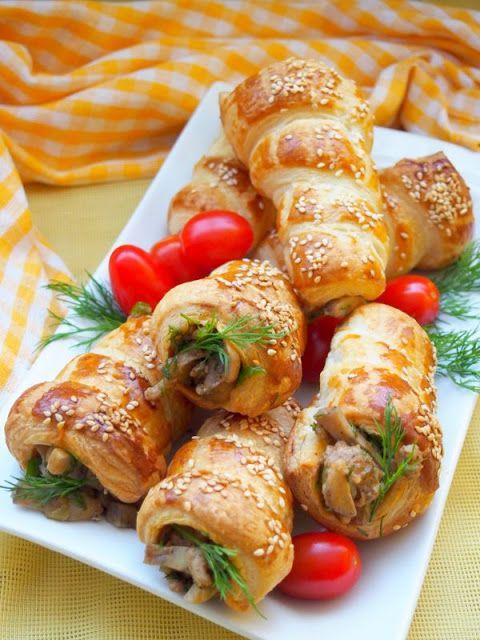 Rurki z ciasta francuskiego nadziewane pieczarkami i mięsem mielonym