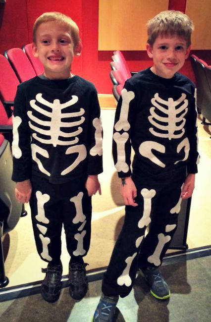 DIY Skeleton Costumes for kids this Halloween