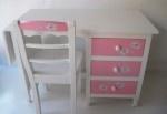 New desk by Mimi, hand painted #kinderbureau #kindermeubelen #kinderkamers