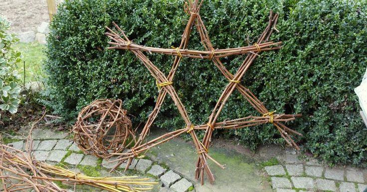 Weihnachtsdeko aus Naturmaterialien ist schön anzuschauen und leicht nachzubasteln – schließlich sind die meisten Zutaten überall kostenlos verfügbar. Wir zeigen Ihnen, wie Sie mit Zweigen aus dem eigenen Garten passend zur Advents- und Weihnachtszeit hübsche Sterne fertigen.