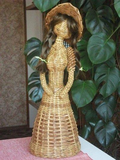 Papierowa wiklina -lalka panna w kapeluszu