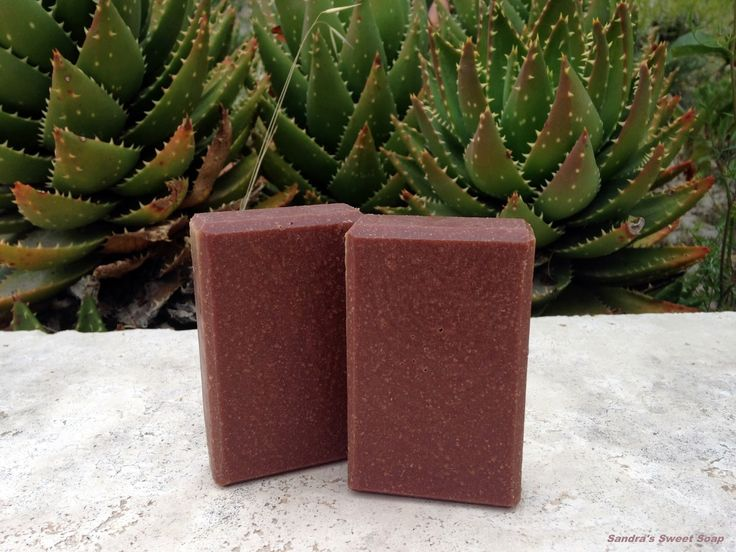 Bonjour à tous! Décidément, j'aime de plus en plus les savons contenant du beurre de cacao brut pour leur couleur et leur douceur. Voici ...