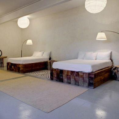 Best 25 rustic platform bed ideas on pinterest platform for Cool diy bed frames