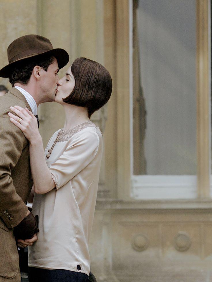 Matthew Goode and Michelle Dockery in Downton Abbey, 2015. .
