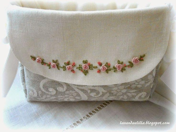 http://www.lavandaelilla.com/2014/09/sempre-roselline-cuscinetti-e-porta-aghi.html