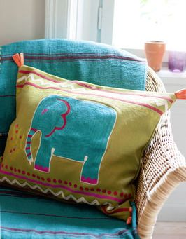 Gudrun Sjoden  http://www.gudrunsjoden.com/fr/2014_homeautumn/category/text_category_cushioncovers